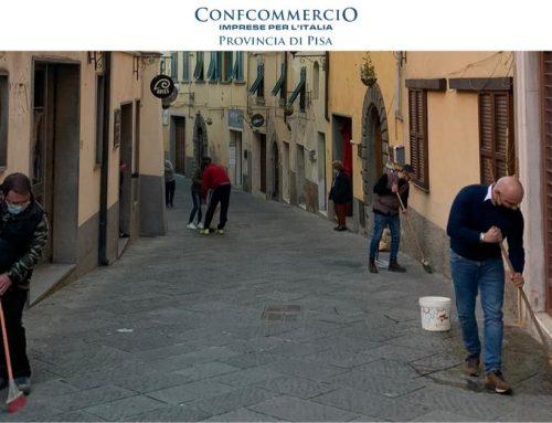 Santa Maria a Monte, i commercianti in strada per pulire le vie del borgo
